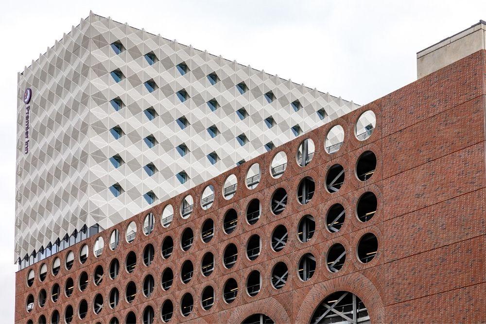 circle square architectural facade 3